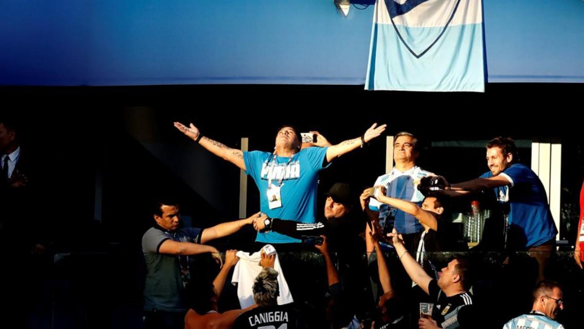 17:03. Ci lascia per sempre Diego Armando Maradona