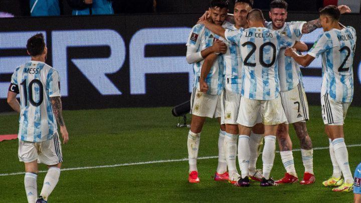 Messi, De Paul, Lautaro: l'Argentina asfalta l'Uruguay